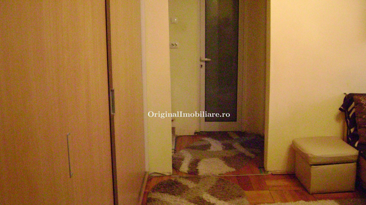 Apartament 3 camere semidecomandat zona Vlaicu