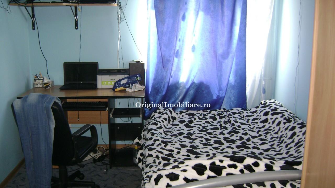 Apartament 3 camere, decomandat zona Vlaicu