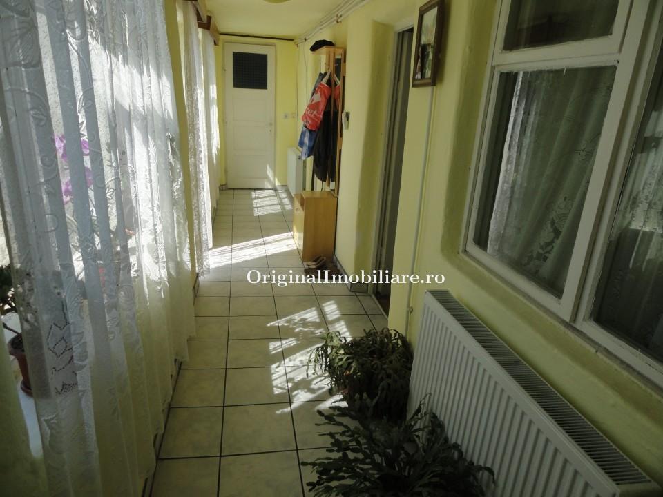 Casa 4 camere cu teren aferent 633 mp